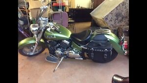 Yamaha V-Star 650 ( excellent condition)