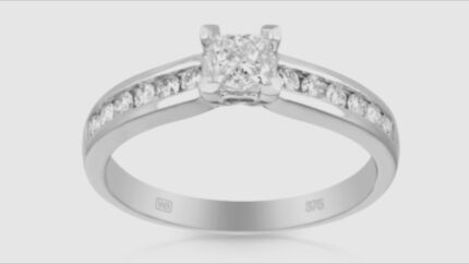 NIB Princess cut diamond white gold engagement ring NEVER WORN Medowie Port Stephens Area Preview