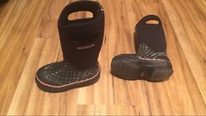 Girls Boggs size 10