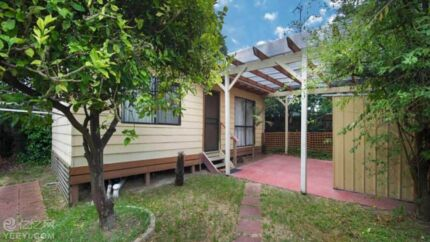 Granny flat Bungalow for rent Ringwood fully furnished ready Early Dec