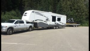 Beautiful 2007 35 ft Cypress 5th Wheel by Newmar