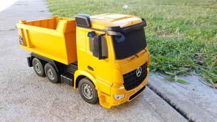1:26 scale RC Mercedes-Benz Arocs dump truck