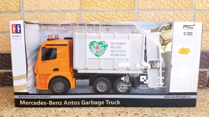 Big RC Mercedes-Benz Arocs garbage truck