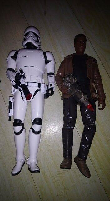 Pair of Interactive Star Wars Figures