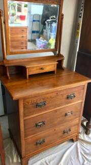 Antique oak dressing table with mirror in lovely condition