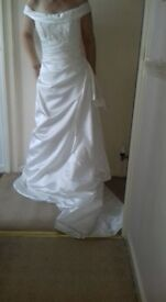 Wedding Dress - NEVER worn or altered (with lablels still)