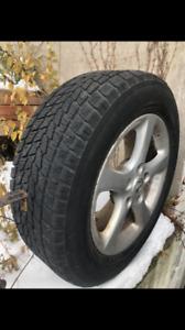 4 pneus hiver Toyo Observe 2. 215/60 R16  + 4 Mags Nissan.