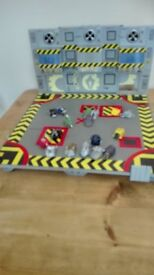 Robot Wars Arena including 16 Minibots and Drop Zone