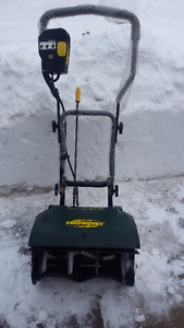 Yardworks 9A Electric Snowthrower (snow blower)