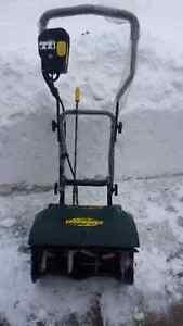 Yardworks 9A Electric Snowthrower (Snow Blower) 16""