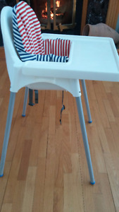 Ikea high chair with tray and support pillow /chaise haute