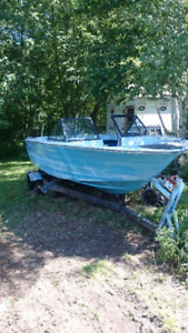 Rinker 19 FT Ocean Motor Boat and Trailer, for the Project Man!