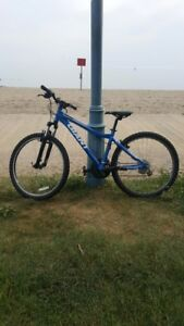 GREAT CONDITION GIANT BOULDER SE MOUNTAIN BIKE NEWLY TUNED