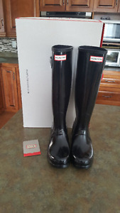 Brand new in box ladies tall black glossy HUNTER boots size 8