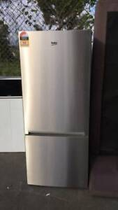 450 LITER stainless steel BEKO like new condition ( damage at the corn