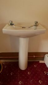 bathroom suite - champagne coulered