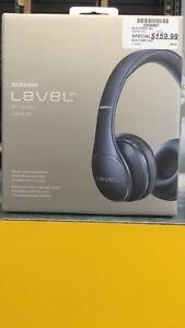 Superbe paire d'écouteur de marque Samsung modèle Level On encore en boîte z006967