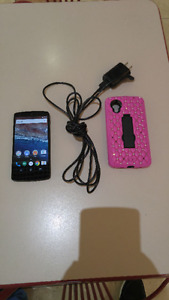 UNLOCKED 16GB LG NEXUS 5 INCLUDES CASE AND CHARGER