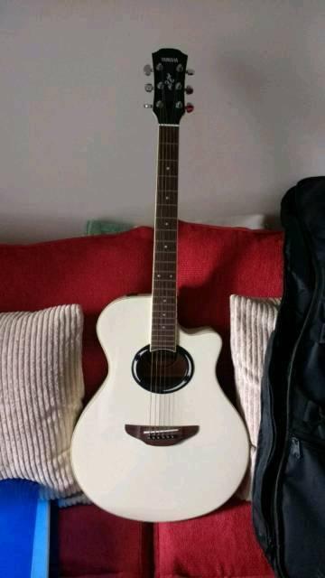 Vintage White Yamaha APX500ii Electro Acoustic Guitar