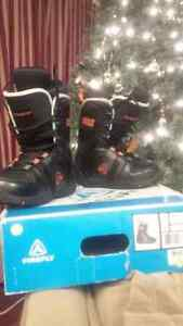 Size 4 snowboard boots - boys - girls