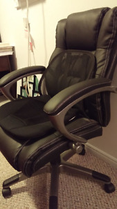 Leather Office Chair - Excellent Condition (Sudbury- Ontario)