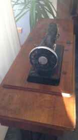 Vintage Singer sewing machine Table / machine is not working condition as an object