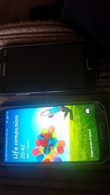 samsung galaxy s4 and galaxy winin Dewsbury, West YorkshireGumtree - samsung galaxy s4 works but got cracked screen and a samsung galaxy win needs full screen as i dropped it and now it wont work if intrested ring me on 07876139962