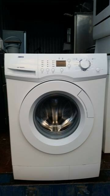 'Zanussi' Digital Washing Machine-Excellent condition / Free local delivery and fitting