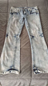MOVING NEED GONE!NEW AMETHYST JEANS SIZE 13