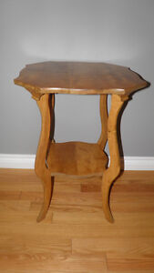 Antique Maple Parlor/Occasional Table