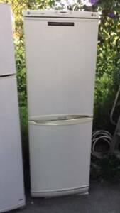 buttom freezer 305 liter LG fridge   it is good working order.GOOD LOO