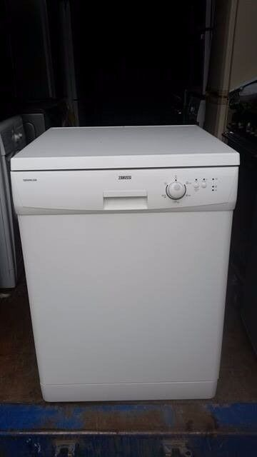 'Zanussi' Dishwasher- Excellent Condition / Free local delivery and fitting