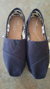Brand new still in box woman's size 6 1/2 black canvass TOMS