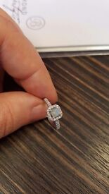 Beautiful 18 CT Diamond & Aqua ring size K
