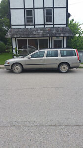 2001 Volvo V70 2.4 T Wagon valid E-Test London Ontario image 3