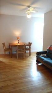 Lovely 2 bedroom apartment, monthly rental, nr Wkfld 20 min OTT