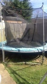10 foot trampoline with safety net