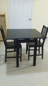 **Excellent condition extendable dining table set*Original owner
