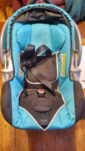 Carseat and Medela Breast Pump