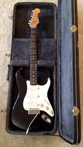 Guitar Fender Stratocaster Squier 1985 with whammy bar and case