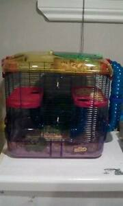 im wanting to trade hamster cages