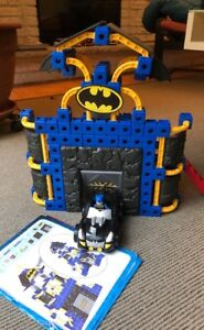 Super Friends Batcave Batman Easy-Click Bricks