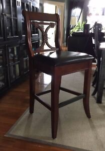 2 chaises hautes en bois brun/high chairs made of brown wood