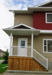 #4594 Spacious 3 Bedroom Available May 1st! $1250 Water included