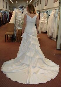 Brand New Unaltered Jasmine Collection Ivory Size 8