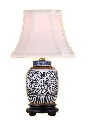 - Chinese Blue and White Porcelain Ginger Jar Twisted Lotus Table Lamp 15