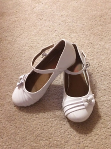 White shoes, size 2
