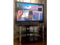 "Sony Bravia 40"" TV Television (Remote) + FREE TV Table"