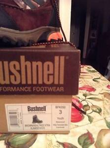 Boys size 3 Bushnell Camoflage work boots brand new in box