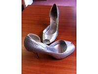 BEAUTIFUL LADIES SILVER SHOES FROM NEW LOOK - SIZE 6 (39)